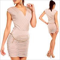 Бежевое платье без рукавов