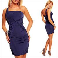 Темно-синее платье с приталенным силуэтом