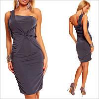 Темно-серое платье с приталенным силуэтом