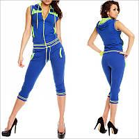 Летний спортивный костюм женский синего цвета, Модель оформлена салатовыми вставками и втачными карманами