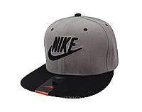 Серая кепка Nike с черной надписью