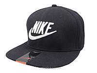 Черная кепка Nike с белой надписью