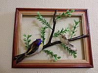 Птички на ветке в деревянной рамке - подарок на деревянную свадьбу