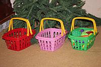 Игрушечная корзина для продуктов или игрушек.