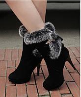 Замшевые ботинки на шпильке с мехом кролика
