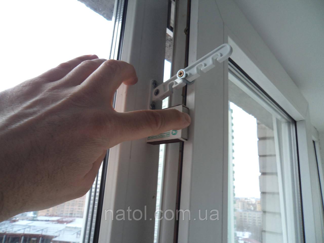 Ограничитель балконной двери своими руками