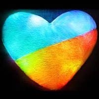 Светящаяся плюшевая подушка – «Сердце патриота Украины»