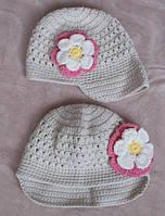 Вязанная шапочка с цветком для девочки 4-6лет