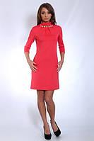 Красивое женское платье кораллового цвета с украшением