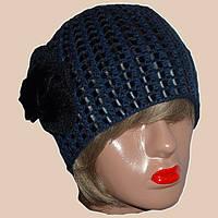 Вязаная женская шапка на подкладке синего цвета c элементами кожи