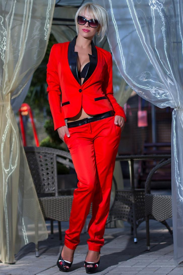 Красный брючный женский костюм с доставкой