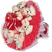 Букет из мягких игрушек Мишки 11 в красном с сердечком