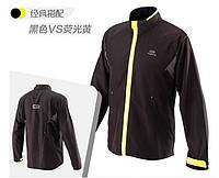 Лёгкая спортивная мужская куртка.
