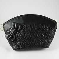 Косметичка женская черная овальная стеганая La Prida 512020