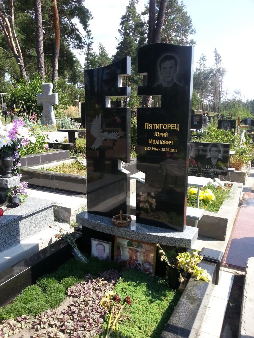 Мемориальный комплекс из двух видов гранитов Барабинск Мемориальный комплекс из малинового кварцита и гранитов Одинцово