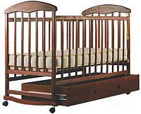 """Детская кроватка """"Наталка"""", дерево ольха, колёса, качалки, опускающийся бортик, темная с ящиком (шуфлядой)"""