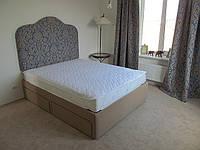 Двуспальные кровати с мягким изголовьем и выдвижными ящиками, мягкая мебель для гостиниц купить в Украине