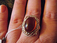 Богатейшее крупное кольцо с натуральным янтарем.