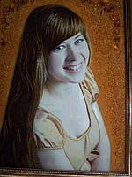 Портрет из натурального тянтаря в декоративной рамке.