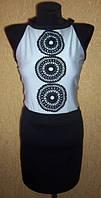 Модное черно белое женское трикотажное платье