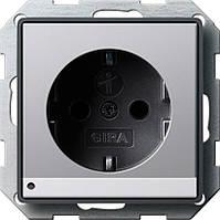 Розетка с заземляющими контактами с защитой от детей LED подсветка Gira E22 под алюминий (1170203)