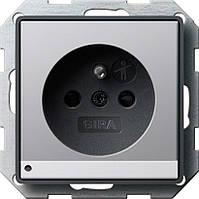 Розетка со штырьевым заземляющим контактом с защитой от детей LED подсветкой Gira E22 под алюминий (1172203)