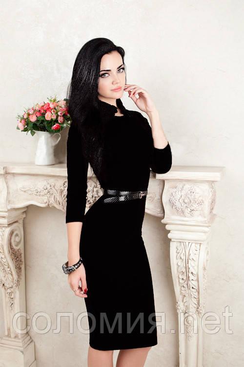 Трикотажное платье с черным кружевом