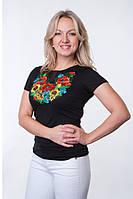 Женская футболка с модной вышивкой на груди