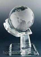 Фигурка хрустальная Глобус в руке