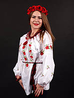Женская вышитая сорочка со сборками на горловине