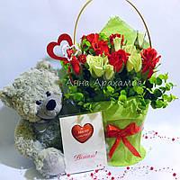 Подарочный букет с игрушкой на День влюбленных