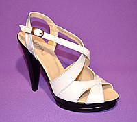 Кожаные белые босоножки на высоком каблуке., фото 1