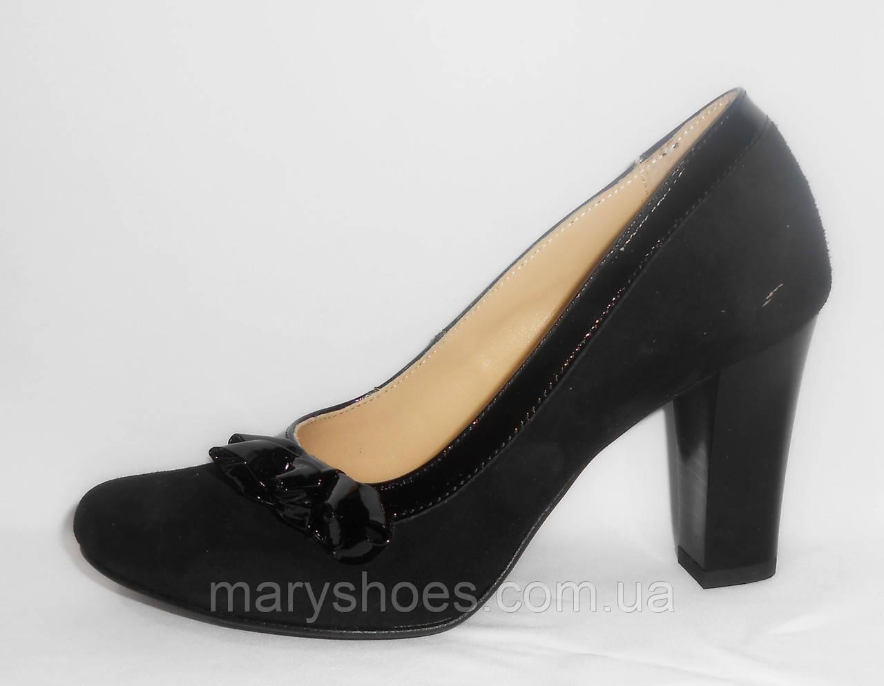 Модельные туфли на каблуке от 5 см кожаные женские