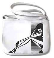 Небольшая белая сумочка с вышивкой «Девушка в окне»