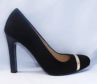 Молодежные модельные женские замшевые туфли на высоком каблуке с золотой пряжкой