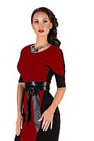 Трикотажное двухцветное платье с поясом