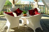 Білі садові меблі. Стіл + 4 крісла