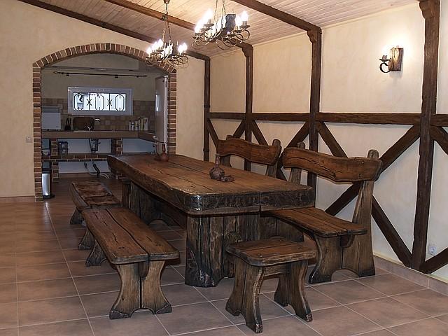 Мебель под старину, стол с лавками из массива