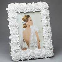 Белая фоторамка для свадебной фотографии
