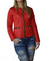 Стеганная женская куртка шанелька красного цвета