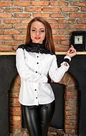 Блуза с декоративным кружевом