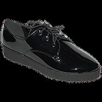 Черные стильные лаковые туфли