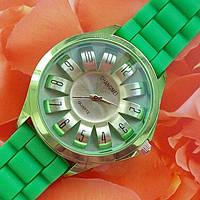 Модные кварцевые часы с зеленым c силиконовым браслетом.