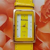 Женские кварцевые часы со стразами (желтый браслет)