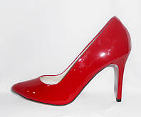 Классические женские алые туфли-лодочки на шпильке из натуральной лаковой кожи