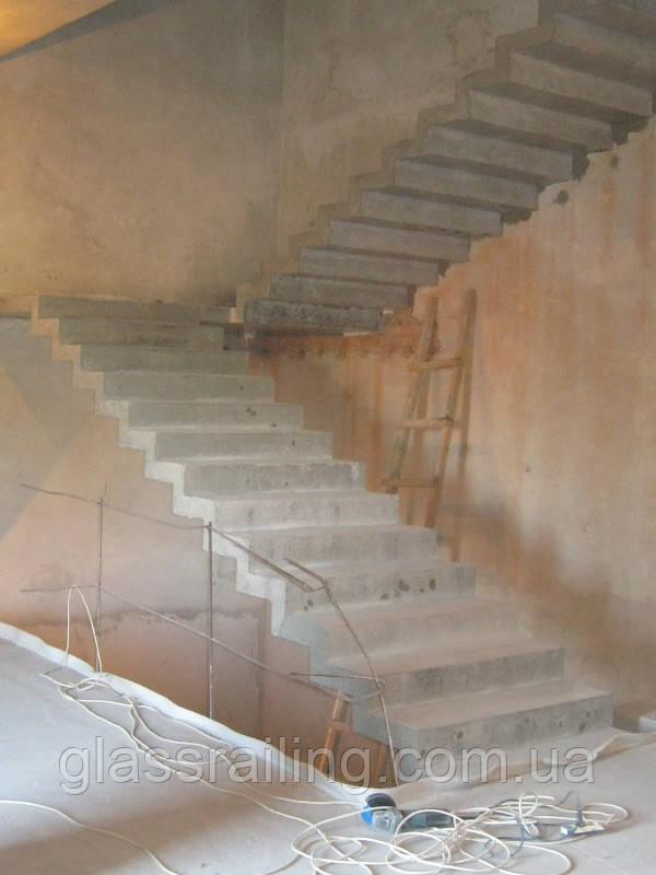 Лестница с поворотом на 180 градусов, цена 2 000 $, заказать в Киеве - Prom.ua (ID# 84260255)
