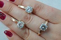 Серебряный гарнитур - кольцо и серьги с золотыми вставками и  большим камнем фианита