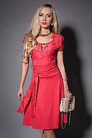 Нарядное однотонное молодежное платье с гипюром