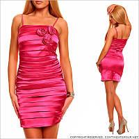 Облегающее ярко - розовое платье