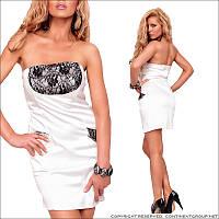 Белое платье с кружевной вставкой